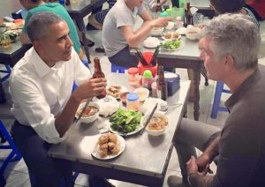 obama eating bun cha