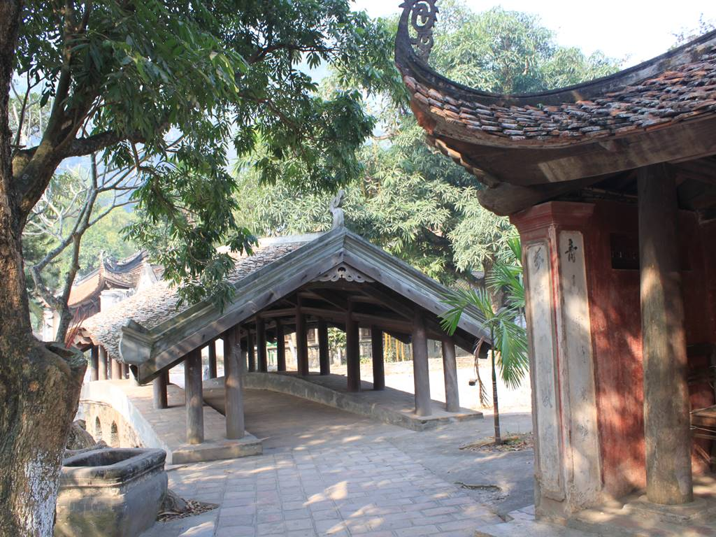... alias Thien Phuc Tu Pagoda, was built in the 11th century during the reign of King Ly Nhan Tong. At first, it was a small pagoda managed by Priest Tu ...