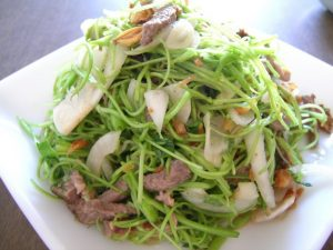 How To Make Water Morning-glory And Sour Carambola Salad
