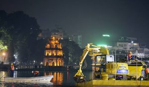 Hanoi Starts To Clean Up Hoan Kiem Lake