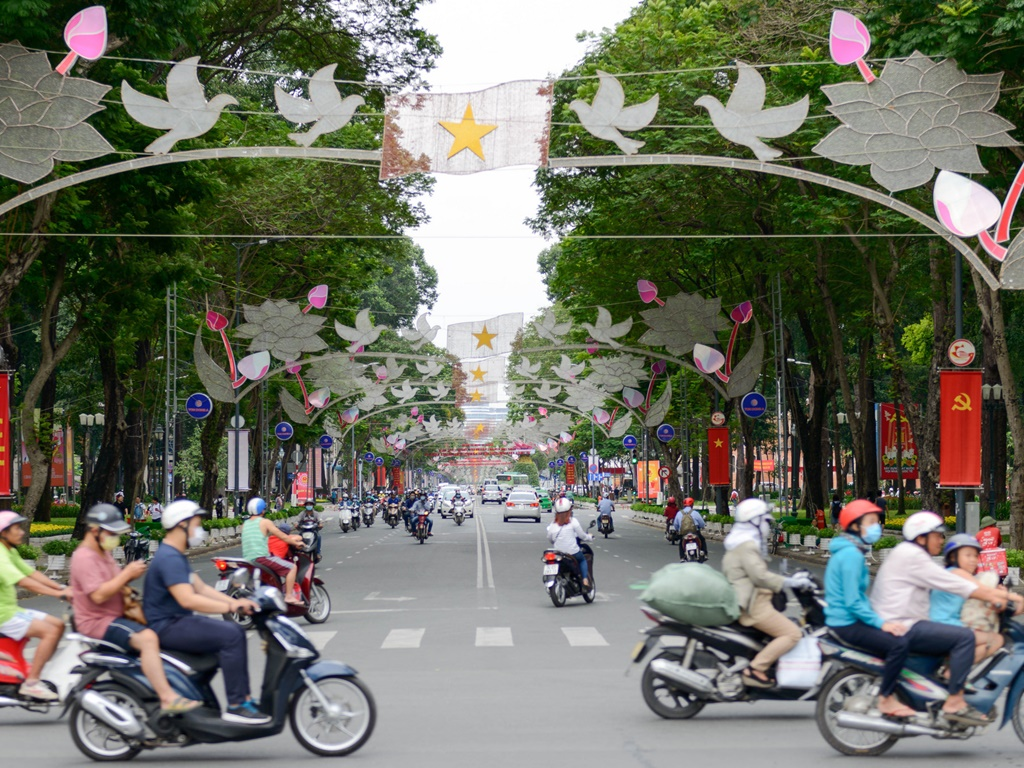 Saigon Hold Fireworks Show To Welcome New Year - Ha Food Tours