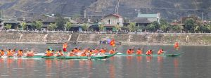 Muong Lay Hosts Traditional Boat Racing